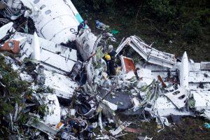Kolumbijoje sudužusio lėktuvo pilotas pranešė apie degalų stygių