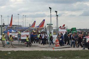 Šaudynės Floridos oro uoste pareikalavo penkių gyvybių