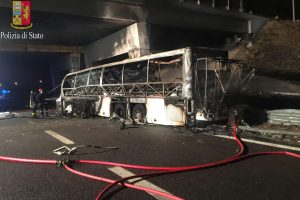 Italijoje per autobuso avariją žuvo 16 žmonių