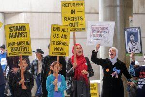 JAV ir Europoje protestuojama dėl D. Trumpo imigracijos draudimo