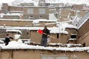 Afganistane sniego lavinos nusinešė daugiau nei 100 gyvybių