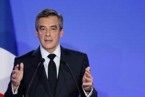 Prancūzijos prezidento posto siekiantis F. Fillonas atsiprašė rinkėjų