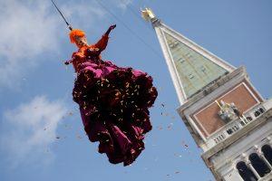 """Venecijos karnavale skamba """"Angelo skrydis"""""""