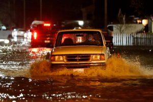 Persipildžius užtvankai Šiaurės Kalifornijos gyventojai ruošiasi potvyniams