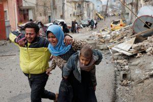 Mūšiai dėl Mosulo: į stovyklas perkelti 45 tūkst. gyventojų