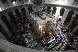 Tūkstančiai krikščionių švenčia Velykas Kristaus prisikėlimo vietoje