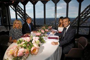D. Trumpo vizitas Prancūzijoje: po vakarienės Eifelio bošte – Bastilijos paradas