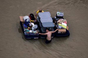 """Uragano """"Harvey"""" aukų padaugėjo iki 33"""