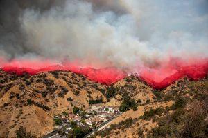 Los Andžele dėl didžiulio gaisro teko evakuoti šimtus žmonių