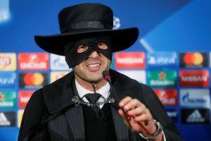 """Ukrainos klubo treneris pavirto į Zorro po pergalės prieš """"Manchester City"""""""