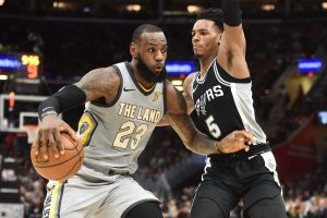 "NBA: L. Jamesas nesustabdė ""Spurs"""