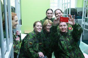 Karinę uniformą užsivilko ir E. Bučelytė, S. Nainė