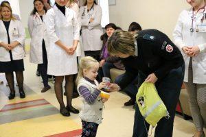 Mažiesiems pacientams – dovana nuo policijos pareigūnų