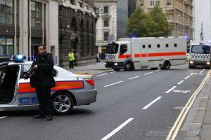 Londone sulaikytas įtartiną paketą traukinyje palikęs vyras