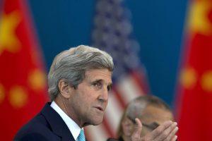"""J. Kerry siūlo """"išvalyti"""" ginčijamą balsavimą per Afganistano prezidento rinkimus"""
