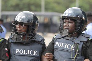 Nigerijoje ieškoma 182 iš kalėjimo pabėgusių kalinių