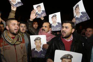 """""""Islamo valstybė"""" paskelbė naują apsikeitimo įkaitais terminą"""