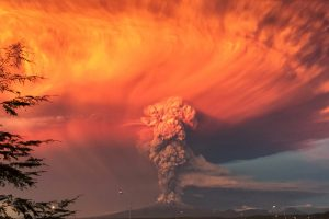 Vėl išsiveržė pusšimtį metų miegojęs Čilės ugnikalnis