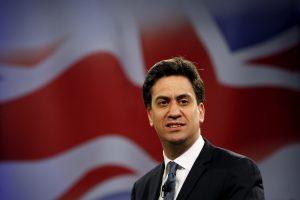 Didžiosios Britanijos opozicijos lyderis rinkimų pažadus įamžino akmenyje