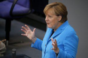 """A. Merkel dešimtmetis: nuo griežto taupymo """"žynės"""" iki """"motinos Angelos"""""""