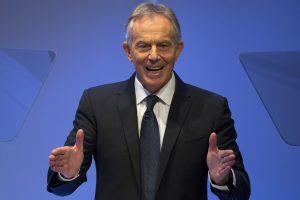 """T. Blairas pripažįsta ryšį tarp Irako invazijos ir """"Islamo valstybės"""" iškilimo"""