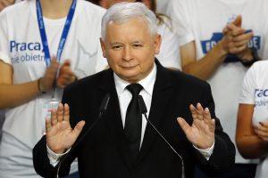 Lenkija oficialiai patvirtino absoliučią euroskeptiškų konservatorių pergalę