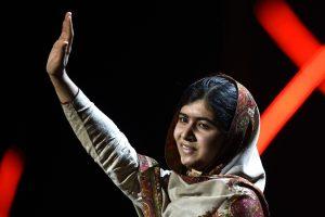 Malala sielvartauja dėl kruvino išpuolio Pakistano mokykloje
