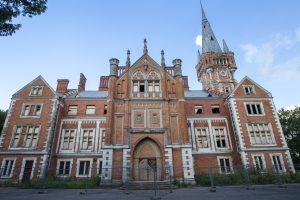 Teismas: Lentvario dvaro pardavimo procesas lieka sustabdytas