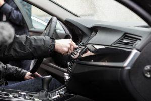 Kaune iš automobilio pavogta 28,7 tūkst. eurų