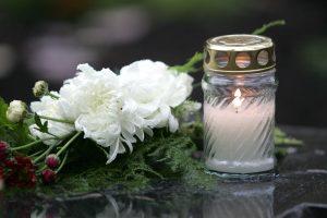 Po tragiškos avarijos Kelmės rajone motina palaidojo svetimą žmogų