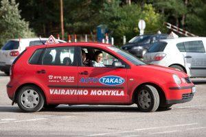 Vairavimo mokytojų kasdienybė: stropūs mokiniai, sužaloti gyvūnai, paleistas vairas