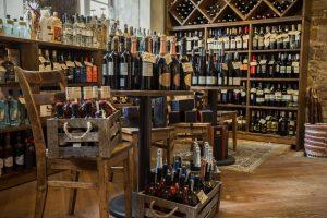 Siekiama uždrausti dovanas alkoholio pirkėjams