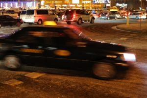 Klaipėdoje prie naktinio klubo vaikiną sumušė taksistas