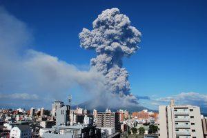 500-ąjį kartą per šiuos metus išsiveržė Sakuradžimos ugnikalnis Japonijoje