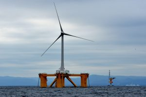 Fukušimoje iškilo didžiausia pasaulyje plūduriuojanti vėjo jėgainė