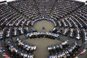 Labiausiai į Europos Parlamentą veržiasi Rusų aljansas ir LLRA