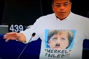 Protestavę europarlamentarai nubausti už nacių atvaizdų demonstravimą