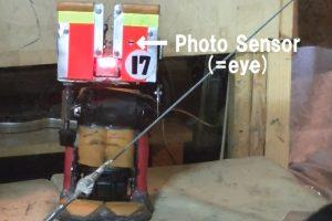 Robotas gimnastas jau geba atlikti akrobatinius triukus ant skersinio