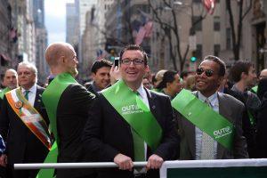 Niujorke Šv. Patriko dienos parade pirmąkart žygiavo atskira gėjų grupė