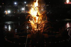 Joninių naktį išsiskleidė ugnies papartis
