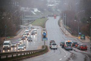 Rinkitės saugų greitį: naktį eismo sąlygas sunkins plikledis