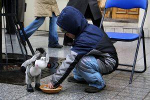 Tyrimas: valstybė nepajėgia vienišų tėvų apsaugoti nuo skurdo