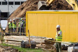 Statybvietėje nugriuvusi sienos konstrukcija sunkiai sužalojo du ukrainiečius