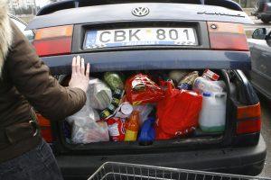 Prieš šventes lietuviai šluoja Suvalkų parduotuves