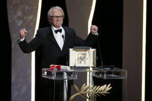 """""""Auksinę palmės šakelę"""" laimėjo britų režisierius už filmą apie skurdą"""