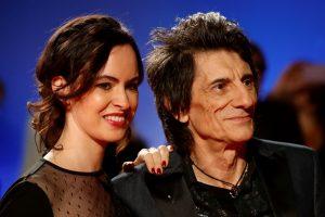 """""""The Rolling Stones"""" gitaristas R. Woodas prisipažino kovojantis su vėžiu"""