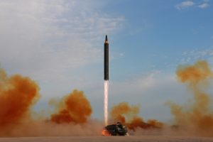 Šiaurės Korėja pagrasino išbandyti vandenilinę bombą virš Ramiojo vandenyno