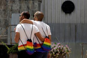 Tyrimas: dauguma lietuvių nepritaria tos pačios lyties asmenų santuokoms