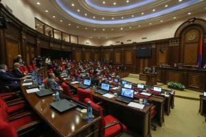 Armėnijos parlamentas antrąkart neišrinko premjero ir buvo paleistas