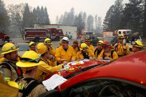 Gaisrų Kalifornijoje nepavyksta suvaldyti, ugniagesiai skaičiuoja aukas